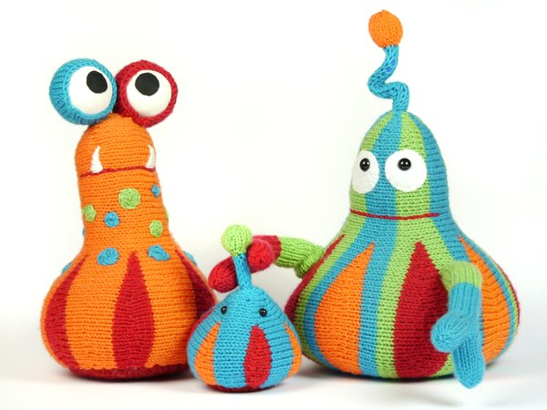Family Puu cuddly monsters knitting pattern