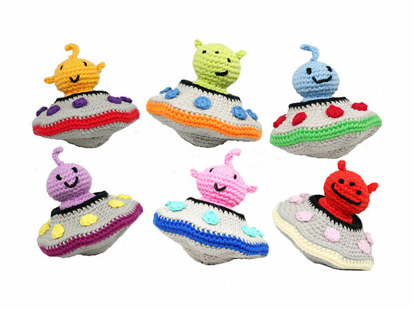 How to Surface Crochet the Details for a Sleigh Bell Amigurumi ... | 450x600