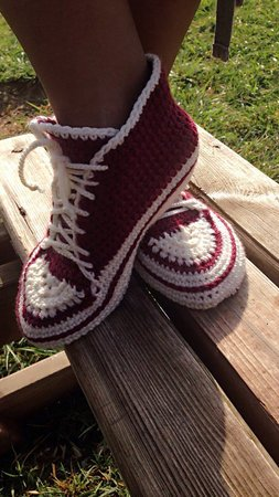Beginner easy Crochet pattern house shoes, with video pattern for sneakers, slippers size UK: 2- 11, Us 3-12, Unisex