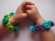 Rose bracelet crochet pattern