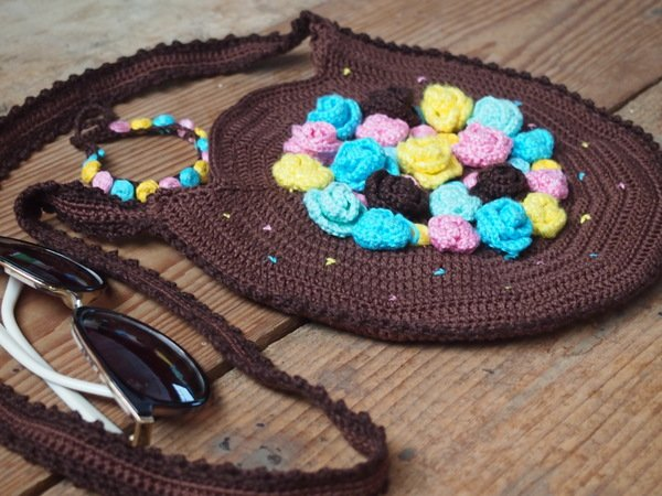 Flower Bag and Bracelet - crochet pattern with embroidery