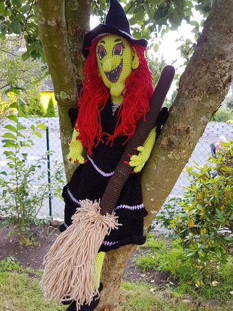 Halloween witch with Broomer 80 cm high