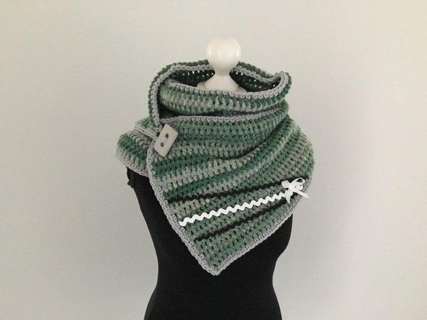 Schalkragen häkeln // Knopf-Schal häkeln