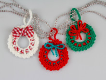 Amigurui Crochet Pattern - Christmas Ornament Wreath