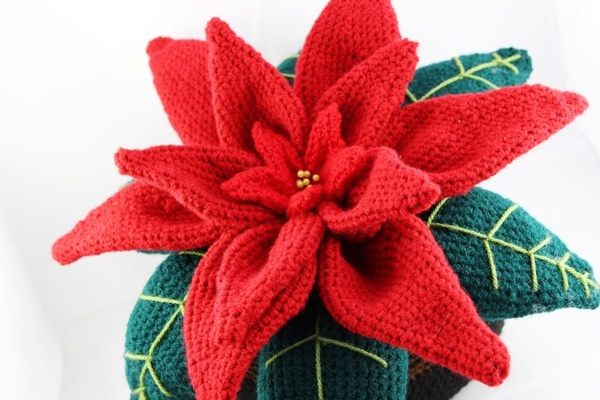 Decorative Poinsettia - crochet pattern