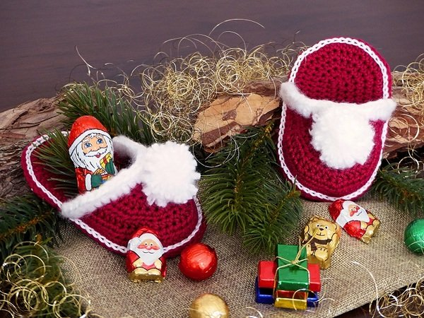 Weihnachtspantoffeln häkeln+++Deko + Utensilo