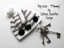 "Crochet instruction E-Book key cozy ""Mummy"" #0009 Sabses Sweeties english"