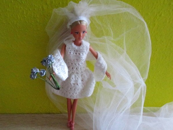 Häkelanleitung- Ankleidepuppe in Weiß für den Sommer oder als Braut