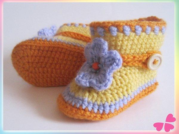 Häkelanleitung: Baby Booties mit süßer Häkelblume (ca. 1 - 6 Monate)