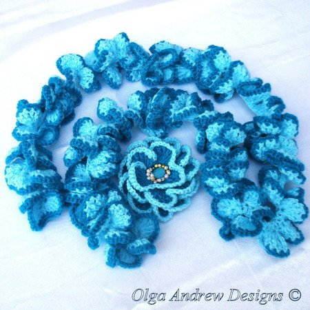 """Camomile"". Ruffle scarf and brooch crochet pattern 029"