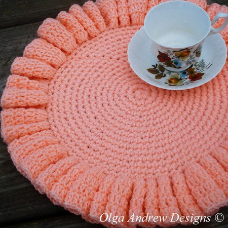 Large ruffled doily crochet pattern 082