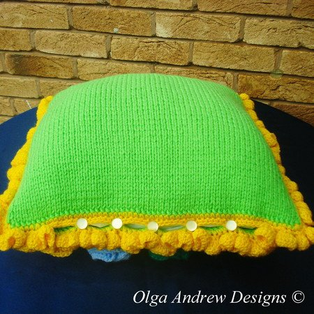Sunny cushion with appliques knit/crochet pattern 015