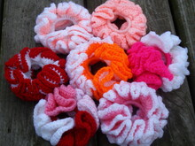 Plain or ripple border ruffle scrunchie crochet pattern  001