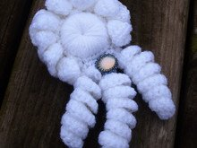 Ruffle flower with curls crochet pattern 061