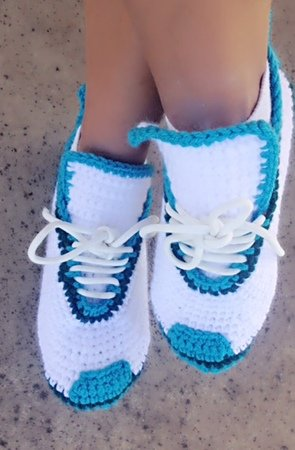 Crochet Slipper Pattern for Men/women and teens, Sport Shoes, US 3-12, crochet house shoes, with video