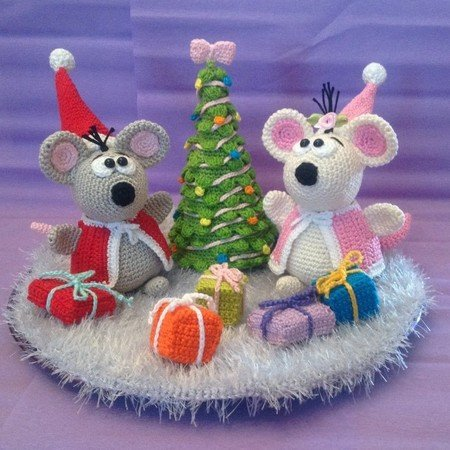 Crochet Pattern Mouse - Santa Mouse and Mrs. Mouse celebrate Christmas - English