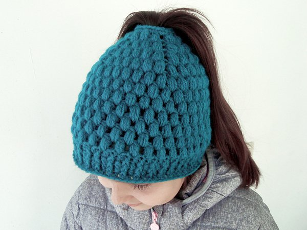Messy bun hat with bubbles Ponytail beanie for girls and women Running  toque pattern Crochet Winter cap with hair hole 6d0a2844055