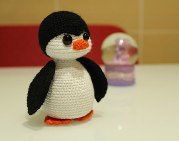 12 Free Perfect Crochet Penguin Patterns • Simply Collectible Crochet | 450x570