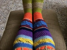 crochet colourful knee high hippie slipper socks pattern, 2 sizes