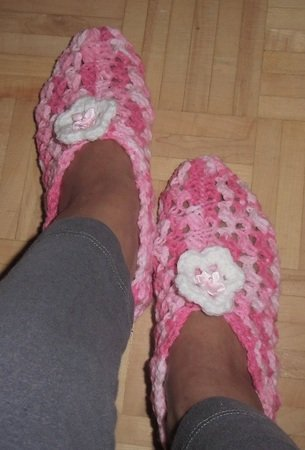 Crochet Slipper Pattern, Made to fit size Women: US7-8//Euro 37-38//UK5-6, 9-1/2 inches - 24.1 cm. Lacy Crochet Mommy Slipper Pattern, PDF, Slipper Pattern, Instructional, Patterns and Tutorials