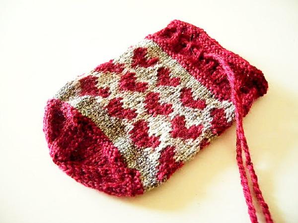 strickmuster fr tschchen mit herzen aus sockenwollresten lucky coin bag - Strick Muster