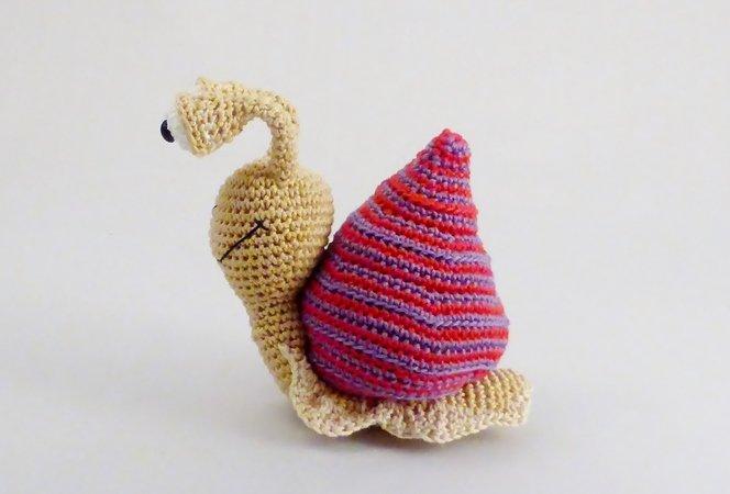free patern More | Crochet snail, Crochet, Crochet projects | 450x664