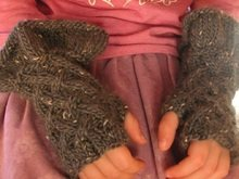 Godiel – beautiful gaunlets / fingerless gloves with a romantic valance and celtic cables - Knitting Pattern