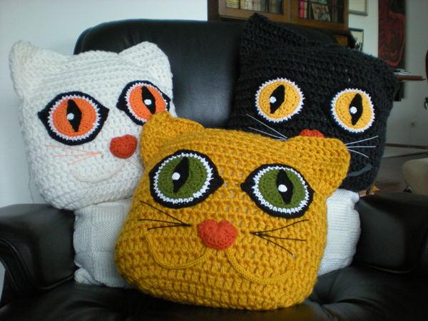 How to crochet a pillow cat /// DIY PDF