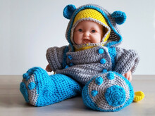 Crochet Pattern Snow suit for 13 inch little dolls, dollclothes, cap, loop and gloves