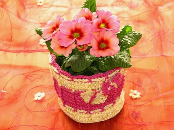 Häkelanleitung für Blumen-Übertopf mit Schmetterlingen