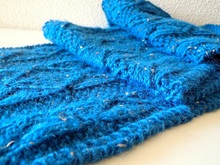 "Knitting pattern for lace scarf in bulky alpaca yarn ""Somewhat Blue"""