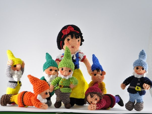 snow white and the seven dwarfs crochet pattern