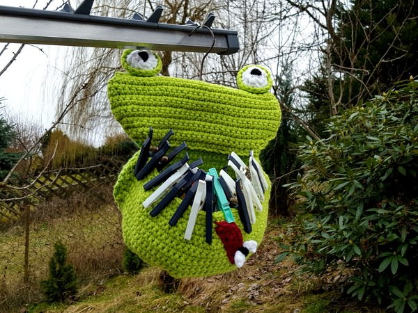 Clothespin bag frog, crochet pattern, clothespin, green clothespin, green frog pillow