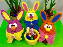 Bunny Present Egg - Crochet Pattern english