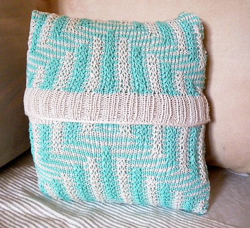 "Cushion Cover Knitting pattern in mosaic colorwork ""The Maze"""
