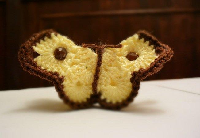 Schmetterling aus Restwolle gehäkelt mit Videoanleitung