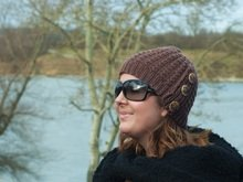 "Buttoned hat in bamboo stitch knitting pattern ""Girl from Paris"""