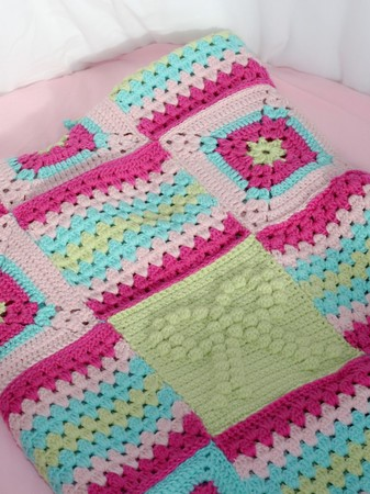 "baby blanket ""big love"" 90*65 cm with grannys"