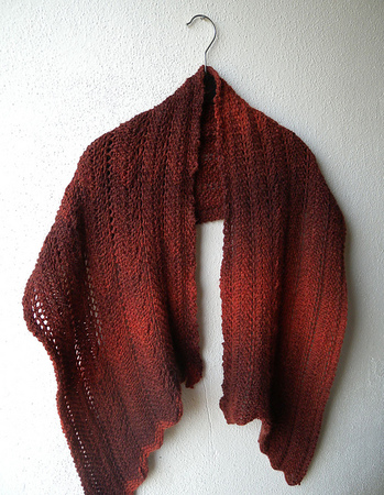 "Shawl Knitting Pattern in rounded shape ""Garter Hug"""