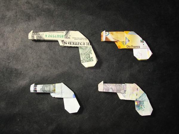 Origami Geldschein Pistole Waffenschein