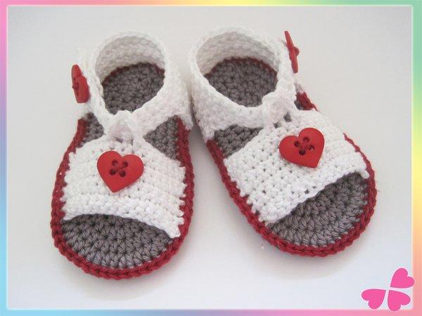 Baby-Sandalen häkeln / Schuhe mit Herz-Deko