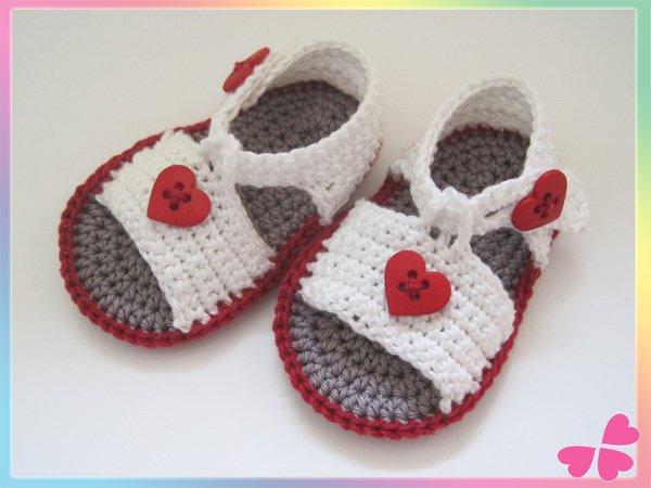 baby sandalen h keln schuhe mit herz deko. Black Bedroom Furniture Sets. Home Design Ideas