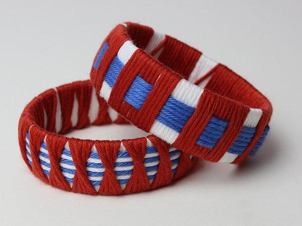 Bastelanleitung Armreif Armbänder aus Wolle und PET-Flaschen in Blau ...