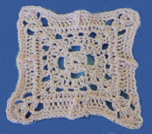 gehäkeltes Musterquadrat aus Wollrest