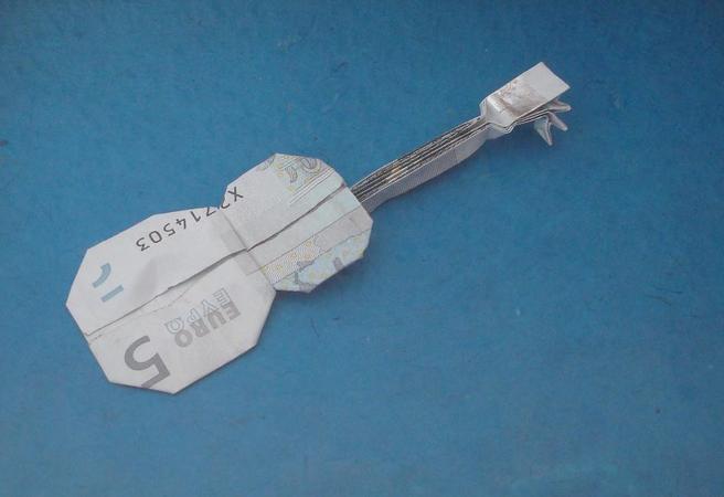 Origami Geldschein Gitarre