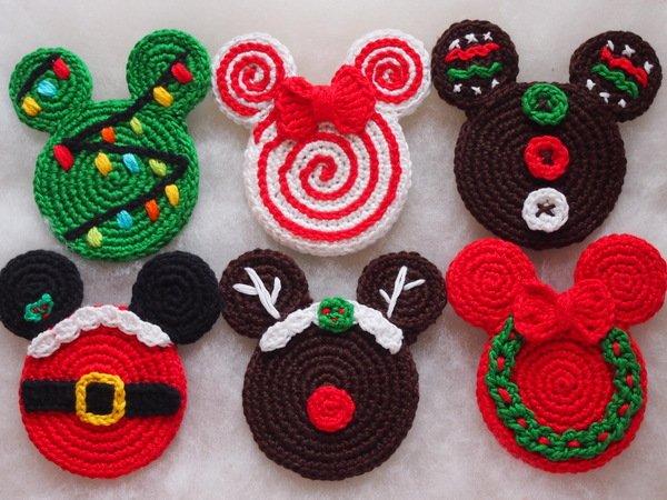 Häkelmuster Mickey und Minnie Weihnachtsverzierung. Weihnachtsmann.