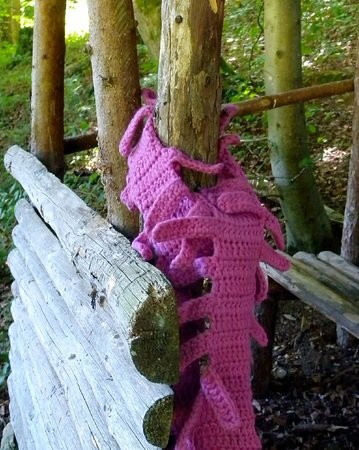"Trendy Scarf with a fringe crochet pattern ""Millepede"""