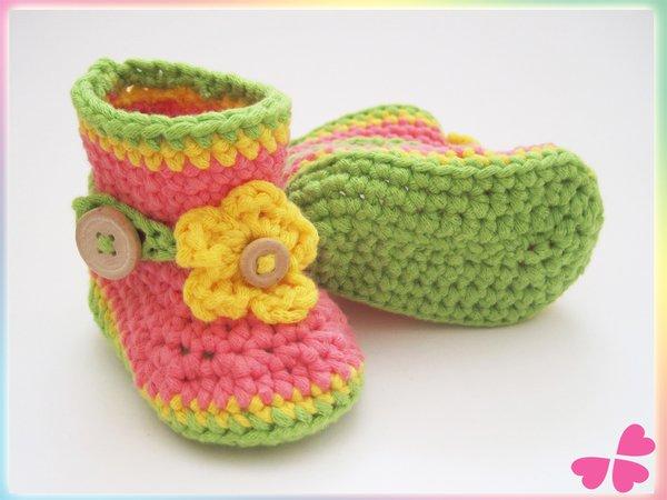Häkelanleitung: Baby Stiefel mit Blume häkeln (0 - 12 Monate)