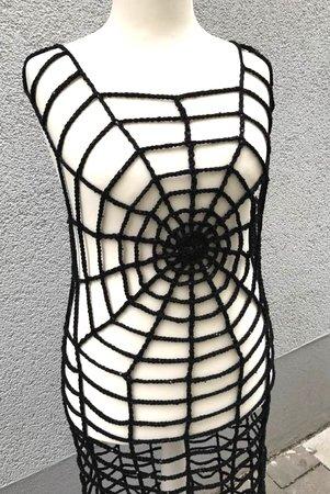 Tolles Spinnennetz Kleid