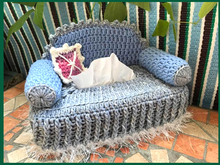 sweet little sofa (for Kosmetik)